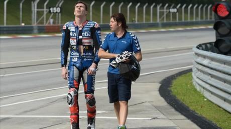 El piloto de Ducati Loris Baz, tras la ca�da producida en el test de Sepang