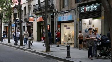 Clients d'un supermercat a Sant Andreu detenen un atracador