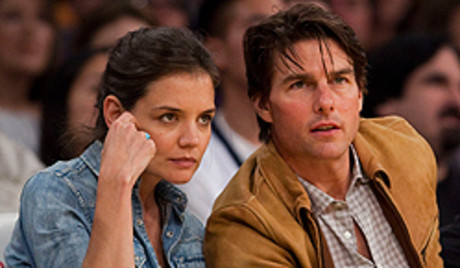 Tom Cruise y Katie Holmes, el 19 de marzo del 2010, en un partido de baloncesto de la NBA.