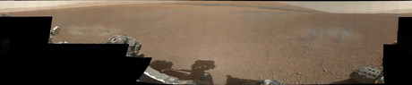Primera foto panormica a color de Marte enviada por el robot explorador 'Curiosity'.