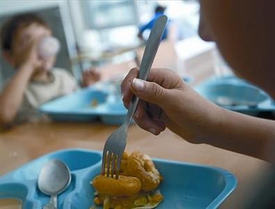 NENS EN RISC. Menjador per a menors a l'escola Roc Alabern de Terrassa.