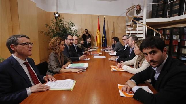 Los equipos negociadores del PSOE y Ciudadanos, este miércoles en el Congreso.