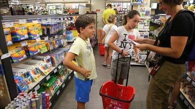 Les famílies gasten entre 350 i 1.500 euros en la tornada al col·le