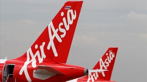 earevalo34918416 airasia planes prepare for take off at don mueang internatio160907190228