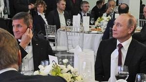 Foto de archivo de Vladimir Putin com Michael Flynn.