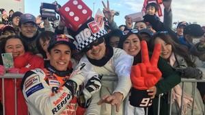 Marc Márquez ha compartido hoy firmas y fotos con sus fans, en Motegi.