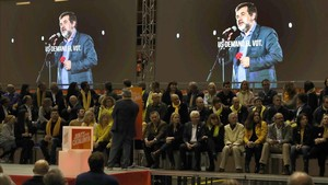 Jordi Sànchez, proyectado en las pantallas del mitin de este viernes en Barcelona, en el que se pasó el audio que grabó desde Soto del Real.