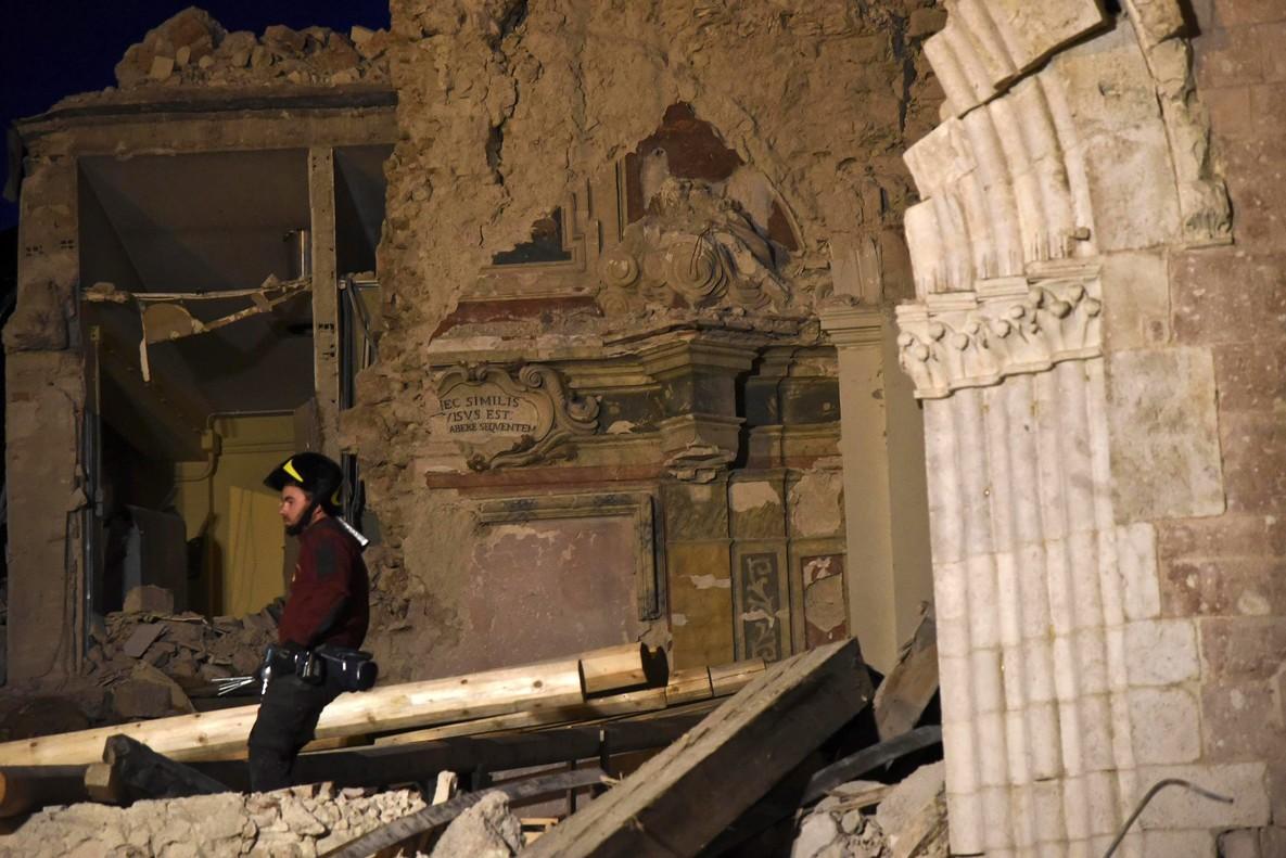 """Un sacerdote atribuye los terremotos de Italia a un """"castigo divino"""" por las bodas homosexuales"""