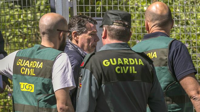 González ha salido de la Comandancia de la Guardia Civil de Tres Cantos.