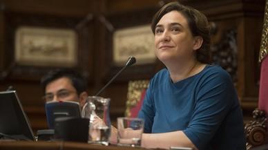 La alcaldesa, Ada Colau, en el pleno municipal.