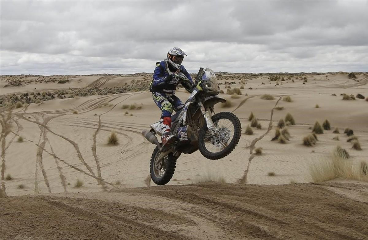 Marc Solà amb la seva Yamaha, durant la setena etapa del Ral·li Dakar.