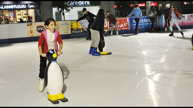 M�s de 10.000 personas pasan por la pista de patinaje ecol�gica de Sabadell esta Navidad.