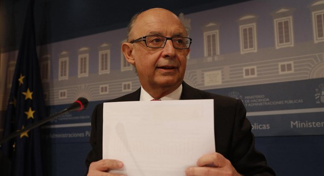 El ministro de Hacienda, Crist�bal Montoro, en rueda de prensa.