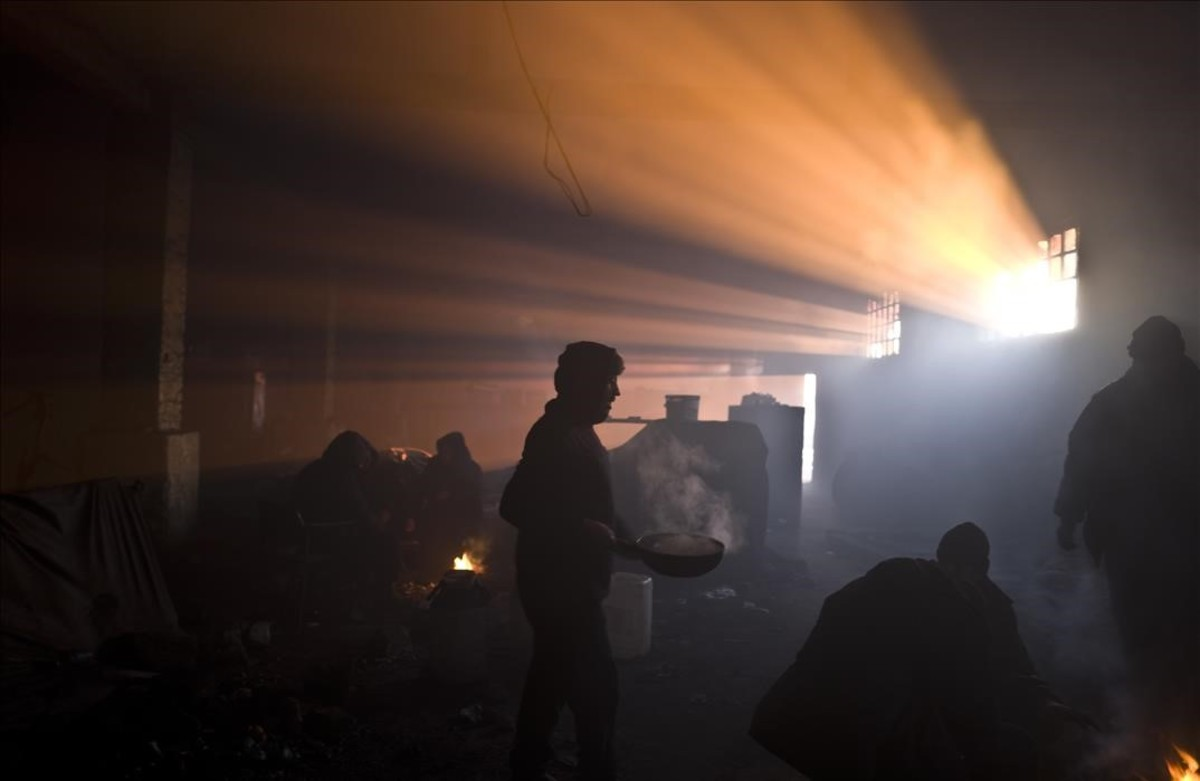 Refugiado afganos en un almacén abandonado en Belgrado, Serbia.