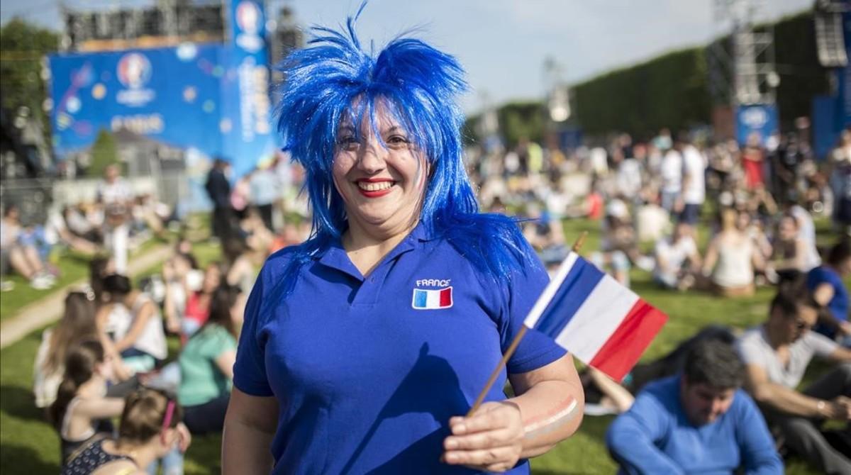 El ambiente festivo invade la 'fan-zone' de París bajo una estricta seguridad