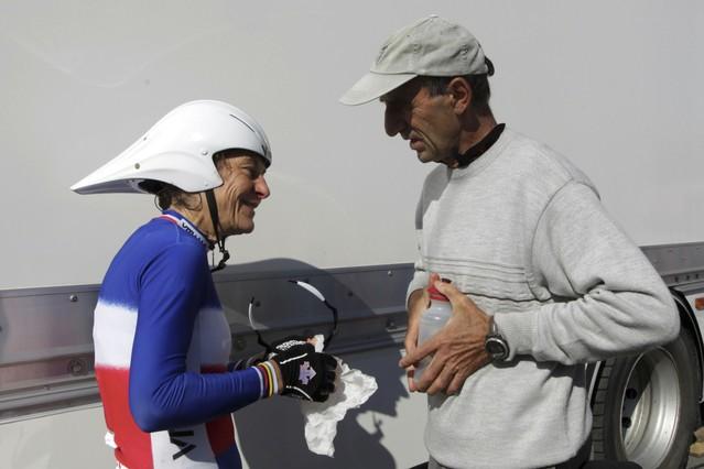 La ciclista francesa Jeannie Longo con su marido Patrice Ciprelli. STRINGER/FRANCE | Reuters