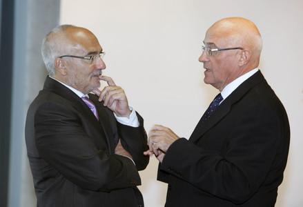 Adolf Todó (esquerra) i Josep Oliu, l'octubre passat, en un acte a l'Hospitalet de Llobregat.
