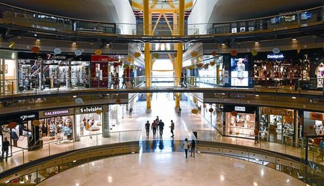 El comercio de bcn pide acelerar los tr mites para abrir - Centre comercial la illa ...