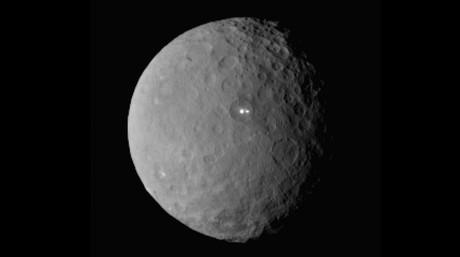 El planeta enano Ceres, fotografiado por la c�mara de la sonda Dawn en su maniobra de aproximaci�n. La imagen est� captada desde unos 46.000 kil�metros de distancia.