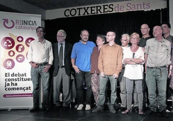 Algunos de los impulsores de Reinicia Catalunya, ayer en la presentación de la plataforma en Barcelona.
