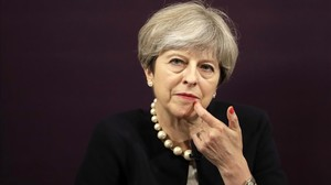 zentauroepp39258236 britain s prime minister theresa may waits to answer a quest170711202849