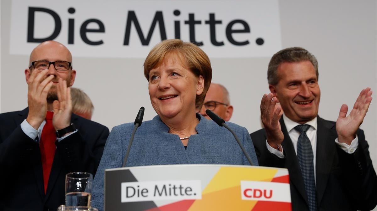 Merkel se dirige a sus seguidores tras conocerse los resultados electorales