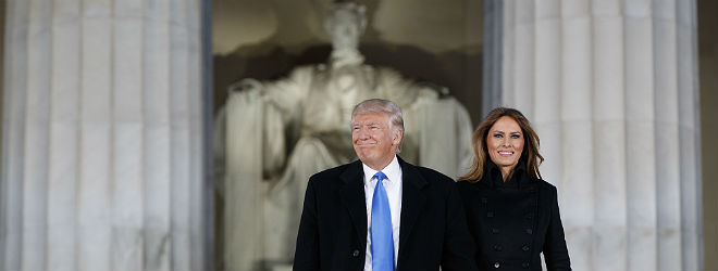 Donald y Melania Trump, ante el monumento a Lincoln, en los actos previos a la toma de posesión.