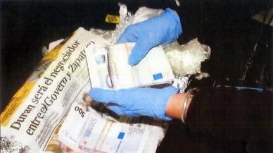 Un investigat en el 'cas 3%' tenia bitllets de 500 euros embolicats en paper de diari