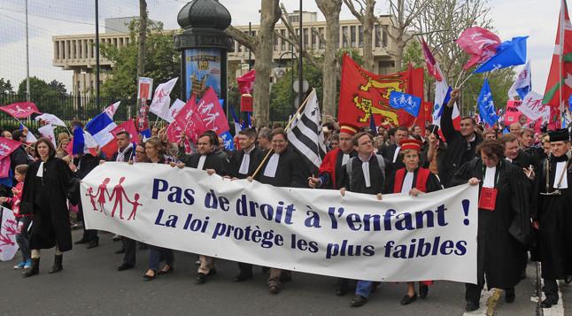 Al menos 150.000 personas protestan en Par�s contra los matrimonios gais
