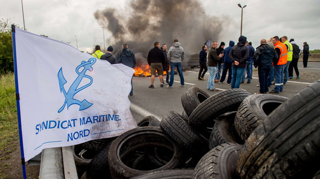 Francia. Capitalismo, luchas y movimientos.   - Página 5 Manifestacion-los-estibadores-paris-durante-manana-del-martes-1435071328488