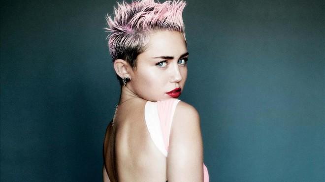 Miley Cyrus es fa un nou tatuatge en honor al seu nòvio, Liam Hemsworth