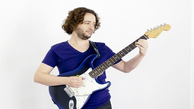 Guillermo Rizzotto, interprentando 'PAZ' para Música Directa.