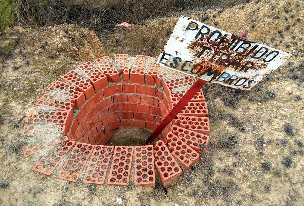 'Prohibido tirar escombros'
