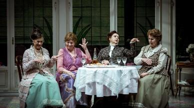 Margarida Minguillón, Mercè Sampietro, Teresa Urroz y Carme Callol en una escena de la obra dirigida por Sergi Belbel.