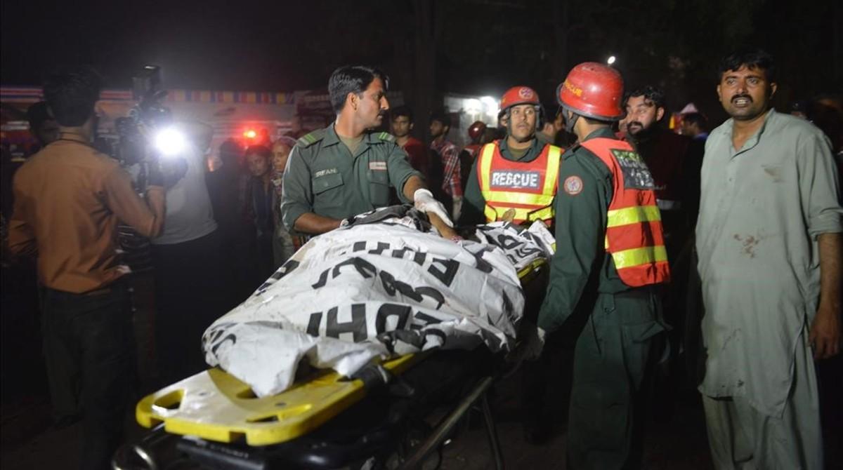 Matanza de mujeres y niños en un parque de Pakistán
