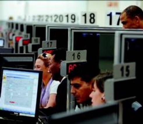 La nueva oficina de extranjer a de bcn evita las colas en for Oficina extranjeria murcia