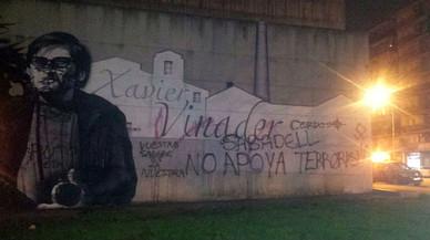 Dos detinguts per atacar amb símbols feixistes un mural dedicat al periodista Xavier Vinader