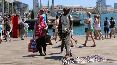 Barcelona imposa 34.000 multes per venda ambulant il·legal