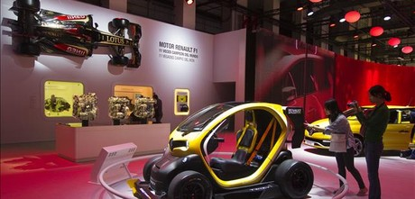 El nuevo Twizy F1 en el estand de Renault en el Saln de Barcelona. ALBERT BERTRAN