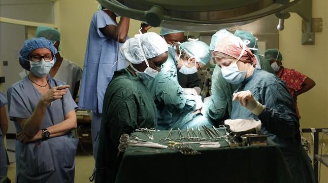 Intervención quirúrgica para un trasplante de riñón.