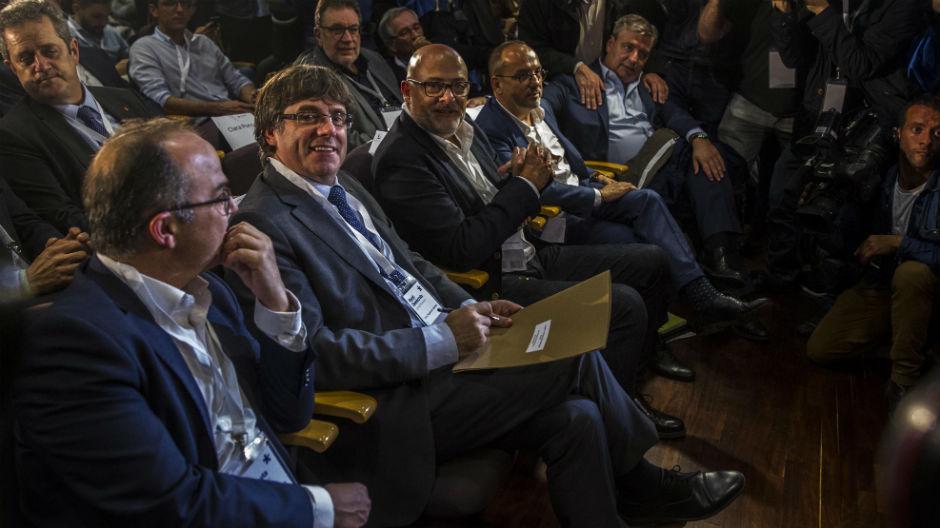 El PDECat avala que Puigdemont proclame la DUI si Rajoy aplica el artículo 155 (ES)
