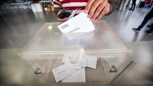 zentauroepp41088541 eleccions 27s urna i papereta al col electoral de mirasol a 171130135951