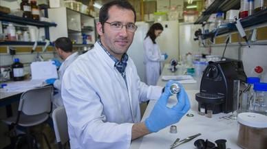 Francesc Esteve-Turrillas, en el departamento de qu�mica anal�tica de laUniversitat de Val�ncia.