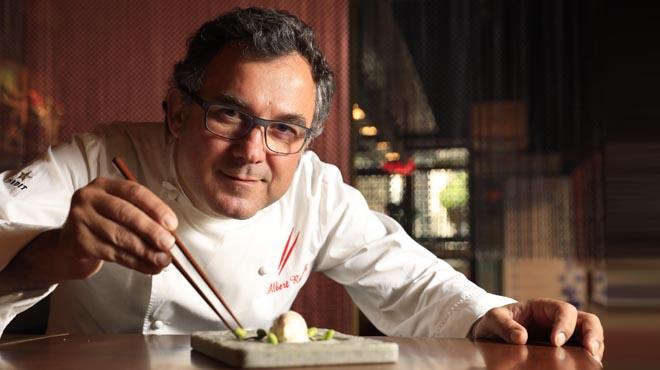 Albert Raurich, chefde los restaurantes Dos Pebrots y Dos Palillos, nos enseña receta de las anchoas de su abuela Aurora.