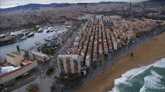 La Barceloneta i el Port Vell, d'esquena