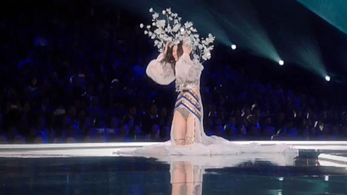 Espectacular desfile de Victoria's Secret en Shanghai, con caída incluida.