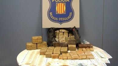 Detenidos cinco traficantes en Vilanova i la Geltrú con 30 kilos de hachís