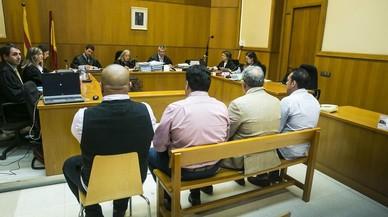 Los cuatro acusados, en el banquillo, el pasado 4 de octubre.