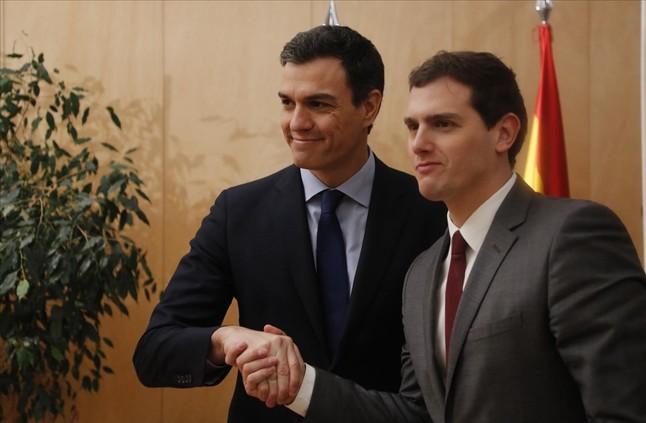 El 'amor' entre S�nchez y Rivera llega a Twitter en forma de memes
