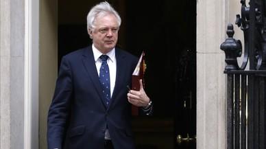El ministre britànic del 'brexit' amenaça d'abandonar les negociacions abans de començar